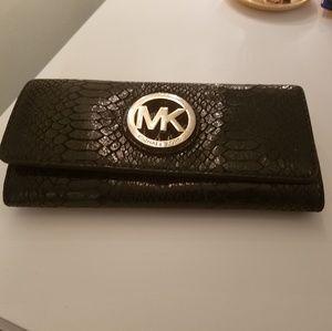 Classic, authentic Michael Kors clutch wallet